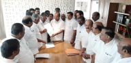 AIADMK-PMK sign electoral pact; PMK gets 7 LS seats (Lead)